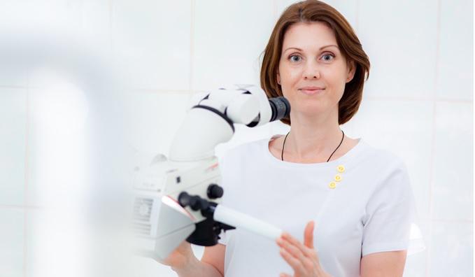 лечение кариеса под микроскопом